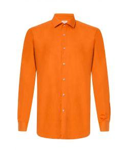 Orange skjorte.