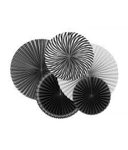 Flotte dekorative rosetter i sort og hvid til ophæng.