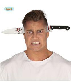 Kniv gennem hovedet på hårbøjle i plastik.