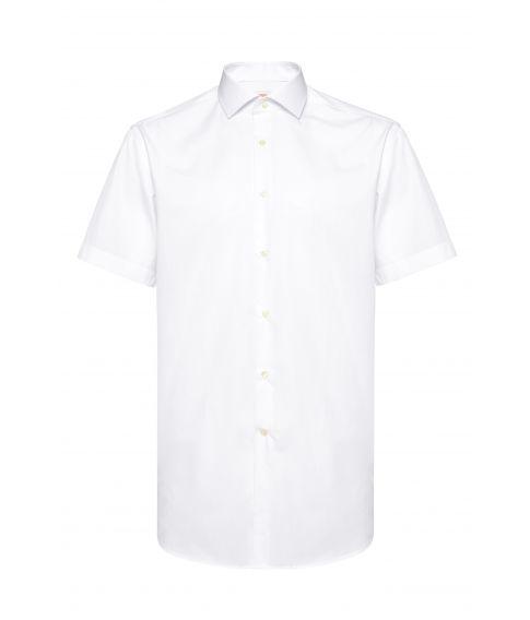 Hvid skjorte med korte ærmer.