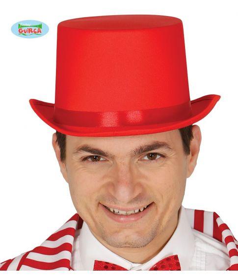 Rød høj hat med satin bånd.