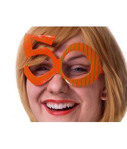Sjov briller formet som 50 til fødselaren.