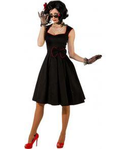 Flot sort kjole til 50er festen med sort og rød sløjfe.