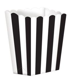 Popcorn bægre i pap med sorte striber.