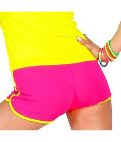 Neonpink hotpants.